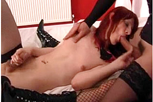 Threesome Shemale Sex Action In The Middle Of Bedroom