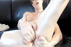 Shemale Inserting Her Dick In Her Own Ass