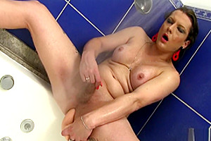 Shemale Trying To Make A Dildo Fit In The Shower