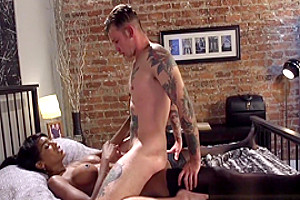 Dominant Ebony Ts Cums In Hunks Mouth