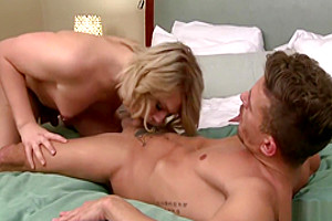 Shemale Aspen seduces a hunk stud for a wild asshole fuck