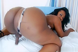 Massive booty ebony tranny jerking off