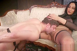 Dominant tranny anal bangs her male slave