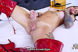Wanessa Makes Her Cock Cum - Frans-TGirlWorld