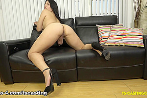 Leah Upton Cums On The Couch - TS-Casting-Couch