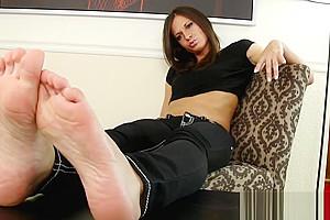 Footworship tgirl taking off her highheels