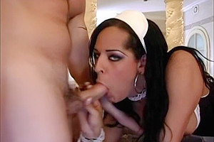 Brunnete Maid gets Barebacked