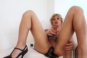Shemale Naomi Chi Solo Action