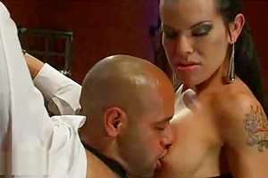 Tranny tied up taxi driver and sucked his dick