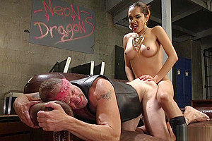 Tranny boss rough anal bangs muscled guy