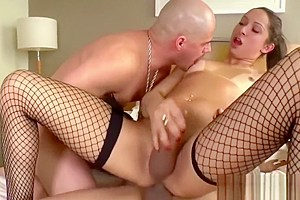 Shemale Hottie Bianca Hills Fucks Two Hung Guys