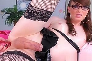 Sexy tranny Natalie Mars masturbates ass