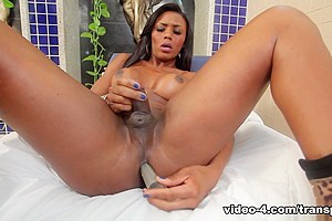 Viviane Silva in Sweeter than Chocolate - TransAtPlay